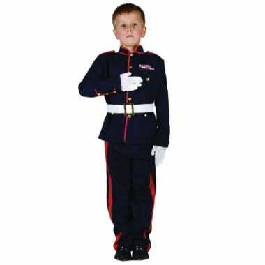 Ceremonieel soldaten foute kleding voor jongens
