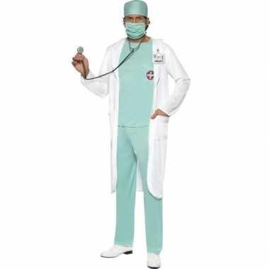 Dokter foute kleding met jas voor heren