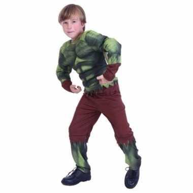 Gespierde groene held foute kleding voor jongens