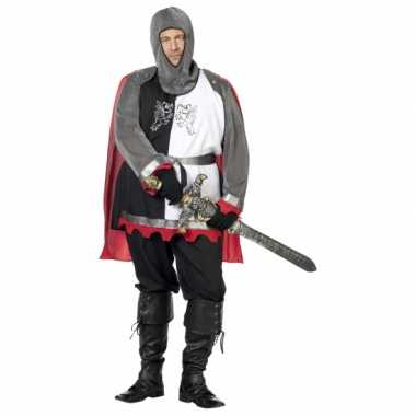 Grote maat middeleeuwse krijgsman foute kleding