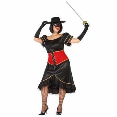 Grote maten spaanse gemaskerde vrouw foute kleding voor dames