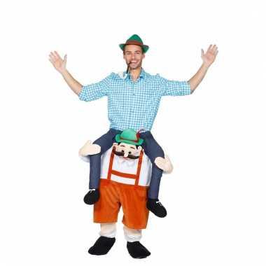 7e88e4b912f16d oktoberfest foute kleding man op tiroler