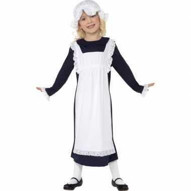 Ouderwets weesmeisje foute kleding