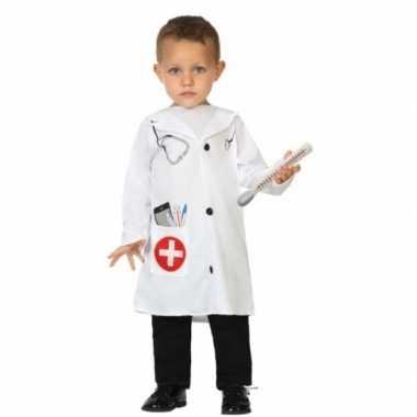 Peuter foute kleding dokter