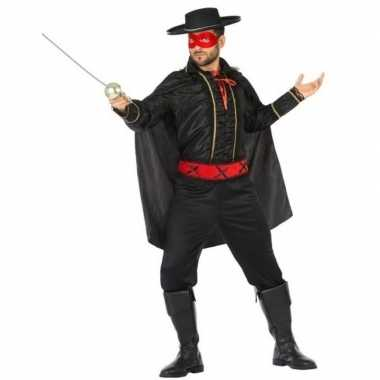 Spaanse gemaskerde held foute kleding voor heren