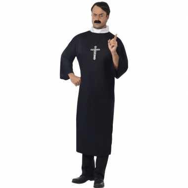 Zwart priester foute kleding voor heren