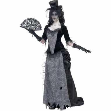 Zwarte weduwe foute kleding victoriaans